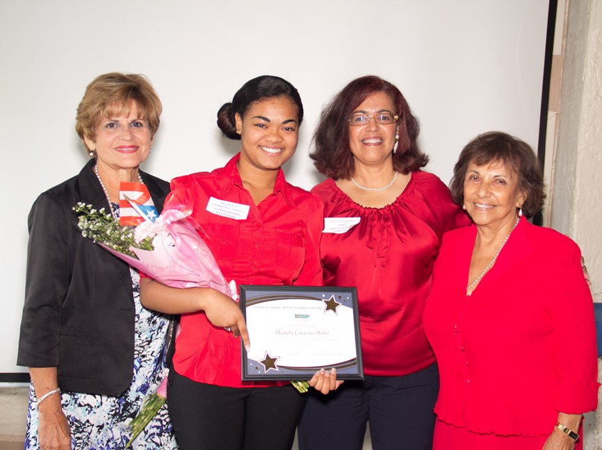 Michelle Muniz holding award with the scholarship committee